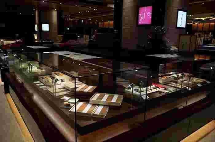 「茶菓工房たろう 」のお菓子を購入できる店舗は、金沢市弥生にある「弥生本店」、金沢駅にあるショッピングモール金沢百番街にある「金沢百番街あんと店」に、金沢市長町にある「鬼川店」の3店舗。