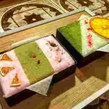 人気のメニューは、古川町商店街店限定メニューの「wata-hako」。これが綿菓子!?と驚きを隠せないフォトジェニックな箱入り綿菓子です。味も桜餅と抹茶以外に紅茶や柚子・黒みつきな粉など、和テイストに仕上げられた素敵なメニューが並びます。色とりどりに飾られたドライフルーツとも相性抜群です。