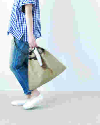 夏の日のちょっとしたお出かけに。さりげなく手元に「あづまバッグ」を。デイリーにもよく似合いますね。