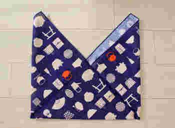 外側にひっくり返せば、あずま袋の出来上がりです。お裁縫が苦手でもチャレンジできますね。