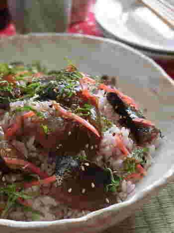 伊勢志摩でよく食べられる「手こね寿司」はかつおの漬けを酢飯と混ぜ合わせたお寿司のこと。手で混ぜ合わせるので手こね寿司という名前が付いています。もともとは漁師の間で食べられていたものですが、簡単で豪華に見えるのでおもてなしにも良いですね。