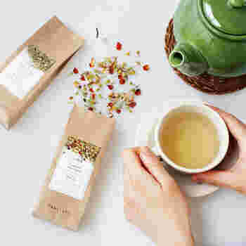 個性豊かなドライフルーツと世界中から集めた上質な茶葉が幸せなティータイムを約束する「TEAtriCO(ティートリコ)」のウェルネスティー。ノンカフェインなので、夜のリラックスタイムにもぴったりです。