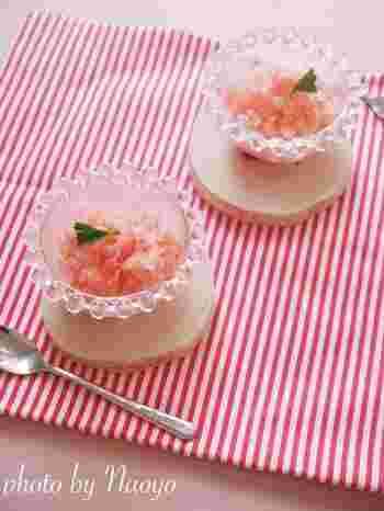 ●グレープフルーツのグラニテ  フレッシュな香りと甘酸っぱさが特徴のグレープフルーツ。ピンク色に合わせてテーブルコーディネートするとお洒落ですね♪