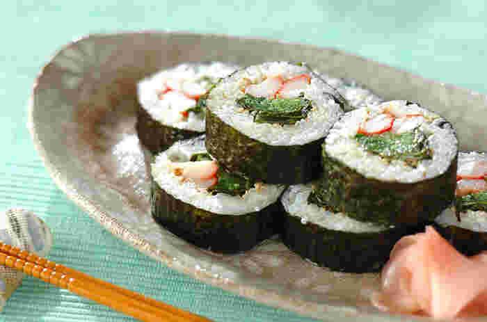 生わかめの食感をそのまま楽しめるわかめの巻き寿司。からしマヨネーズでちょっぴり大人の巻き寿司に。