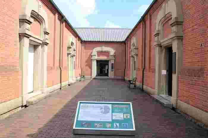 広大な敷地には、ホテルや大原美術館の美術品を収集した児島虎次郎の記念館他、倉敷紡績の歴史を展示する「倉紡記念館」、アンティークオルゴールの博物館「オルゴールミュゼ」、キャンドル作りを楽しめる「Candle World(キャンドルワールド)」等などの文化施設やショップが配置されています。【画像は「児島虎次郎記念館」】