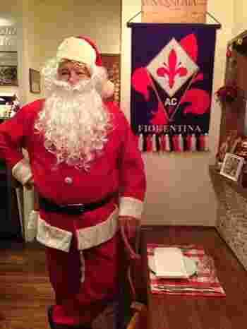 とっても陽気なその人柄は多くの人に愛されています。クリスマスには、なんとサンタに大変身!気さくでお茶目なジョバンニさんです♪