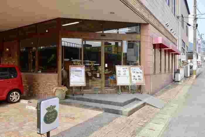別府駅から徒歩10分のところにある「キヘイカフェ 本店」は、朝早くからオープンしているので、モーニング~カフェまで楽しめます。朝からゆったりモーニング…という過ごし方もいいですね。