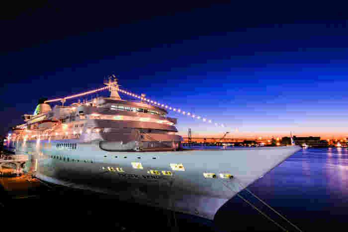 ぱしふぃっくびいなすは、「おりえんとびいなす」の姉妹船として1998年に就航した日本籍で2番目に大きいクルーズ客船。