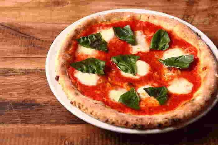 ランチにも頼める「マルゲリータピザ」。とろけるモッツァレラチーズとフレッシュバジル、トマトのハーモニーは堪りません。