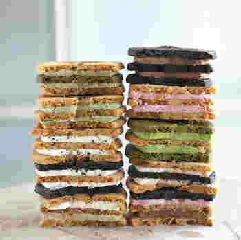 3枚の薄焼きクッキーと2層のクリームからなり立つお菓子。 手土産に持ち歩くのにもちょうどいいし、常温保存可能なのも嬉しい♪