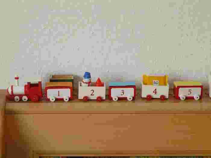 子供の成長とともにどんどん増えていくおもちゃたち…おしゃれなおもちゃ棚があれば収納作業もぐっと楽しくなりますよ!インテリアのひとつとして楽しみつつ、同時に子供が片付けやすい環境を作ることができるのです。お使いのアイテムにちょっとしたDIYを加えるだけでもOK。空きスペースを上手に活用した『おもちゃ棚』でさらにメリットを増やしましょう♪