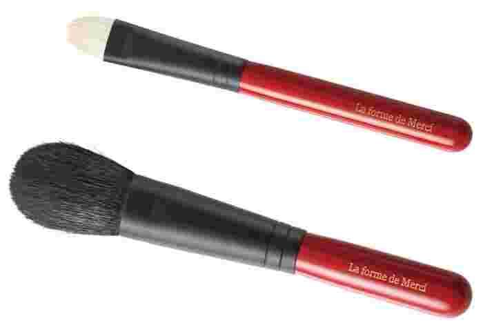 チークブラシは毛質によってチークの仕上がりが異なります。ブラシに使われる毛が柔らかな天然毛であれば、ふんわりした自然な発色のチーク仕上がります。粉含みもよく薄付きでもしっかりと発色します。パウダーチークには天然毛ブラシがおすすめです。
