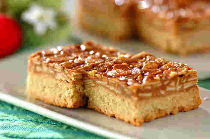 洋菓子店さながらのフロランタンは、実は意外と簡単に作れる焼き菓子。パリパリのキャラメルナッツと全粒粉クッキーのざくざくコンビは食べごたえ抜群です。見栄えが良いので、ラッピングしてプレゼントするときっと喜ばれますよ♪