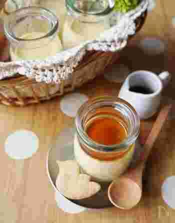 メープルシロップの風味を活かすなら、シンプルなレシピが一番。まずは、卵と牛乳だけで作るプリンに使ってみましょう。プリン液に甘みを付けるのはもちろん、カラメルソースの代わりにもなりますよ。
