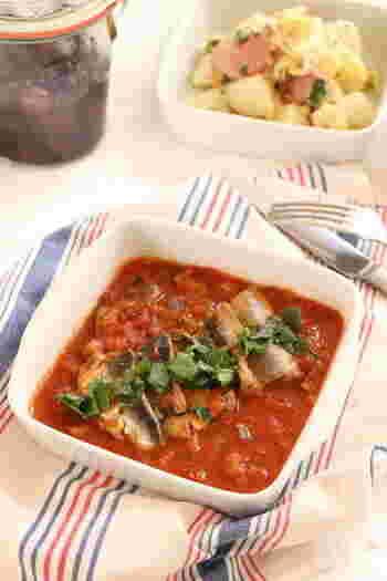 イワシにトマト?と思うかもしれませんが、実は南イタリアで古くから愛されている郷土料理。そのまま食べても、パスタに絡めても、パン粉をかけてオーブン焼きにしてもOK。