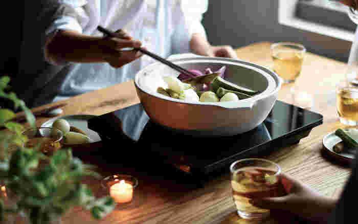 土鍋もフォトジェニックに!食卓をセンスアップさせる『土鍋カタログ4品』