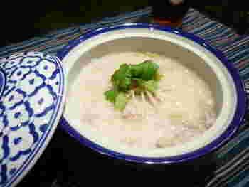 鶏ガラだしで煮込んだ、味わいある台湾式のおかゆ。さっぱりしながらも、豚ひき肉も入り、コクのあるおいしさ。優しく体を目覚めさせてくれます。