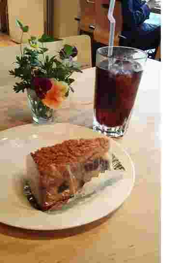 ケーキはテイクアウト可能。パスタやカレーは、ティータイム(14:40 or 15:00~)内にも頂けます。夜はディナービュッフェ(17:30~)、休日はブランチビュッフェ(10:30~)が。