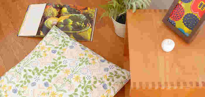 座布団も、ファブリックを変えるだけでお部屋の雰囲気がガラリと今風に。写真は北欧風生地のカバー。床に座る日本の生活様式に合った和の座布団と、北欧風のファブリックの組み合わせで、ナチュラルで可愛らしいお部屋をコーディネートします。