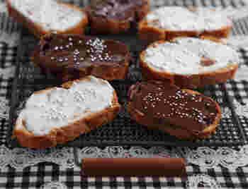メープルとマーガリンを染み込ませたサクッとした食感のラスクに、ちょっぴりリッチなチョコをコーティング! かわいくデコすれば、おもたせにもぴったりです♪