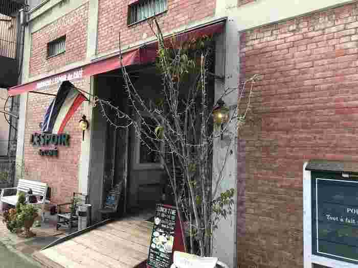 1987年創業の「レスポワール・ドゥ・カフェ 尾道」は海辺の赤レンガ倉庫をリノベーションしたフレンチレストラン。おしゃれな店内で、洗練されたお料理をリーズナブルにいただけますよ。