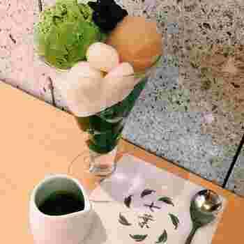 こちらの「抹茶パフェ」は、抹茶アイス、粒あん、白あん、白玉、抹茶のわらび餅など、和風スイーツ好きにはたまらない具材がぎっしり!どれも繊細な味わいで美味しいですよ。