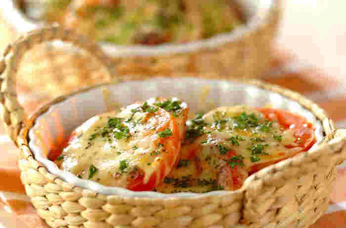 切って焼くだけだから、副菜にもおつまみにもなる一品。彩りがキレイなので、食卓がちょっと寂しい時に、ササッと手軽に作れます。ホットサラダの代わりにしても◎