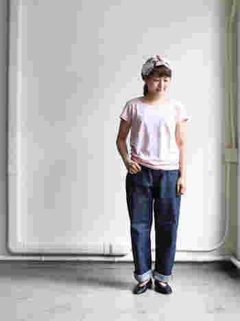 ボートネックとフレンチスリーブが女性らしいTシャツです。すっきりとしたネックラインは、大人っぽいサマースタイルを実現してくれます。