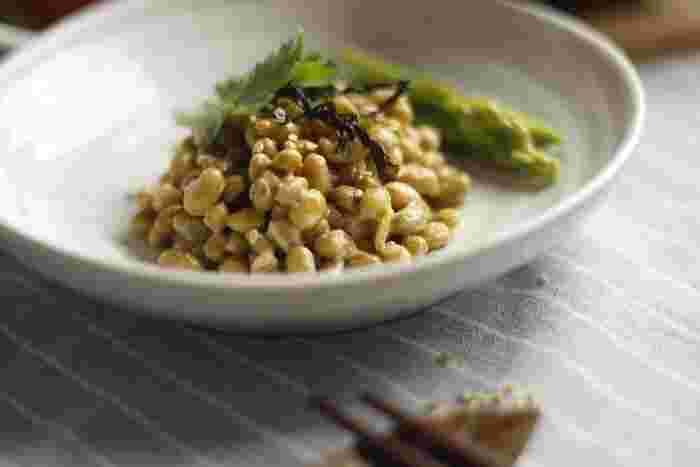 日本の健康を支えてきた伝統食品・納豆。ネバネバに含まれる「ナットウキナーゼ」は、酵素タンパク質の一種として有名です。身体の巡りを滞わらせる原因を取り除くためにも、どんどん食事に納豆を取り入れたいですね。
