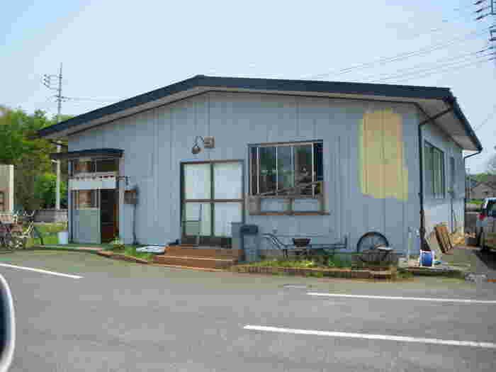 「ちどり」は、JR常磐線勝田駅東口からバスに乗って「雷神前」下車。そこから徒歩5分ほどの道路沿いにあります。平屋の一軒家のような建物が目印。ゆっくり歩いて探してくださいね。