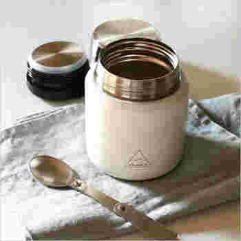 スープジャーではスープ、リゾット、豚汁などいろいろなレシピが作れます。どのレシピも保温調理ができるので、10分程度でできあがるものばかりです。秋が進んで肌寒くなってくると、開けた時の湯気とともに漂う香りが嬉しいですよね。ぜひ素敵なスープジャーを買っておいしいレシピをたくさん作ってみてくださいね。