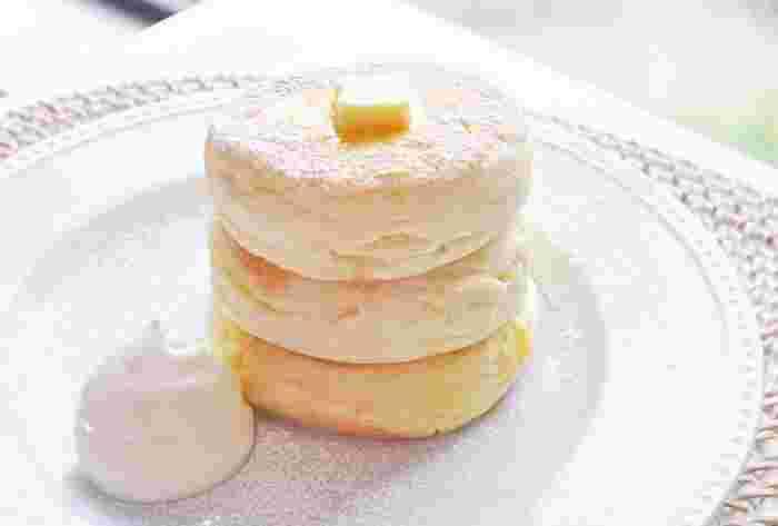 一番人気はリコッタチーズやアールグレイの3枚重ねパンケーキ!ひかえめな甘さとふわふわの食感がたまりません◎9時から開店しているので、朝食にもおすすめ♪