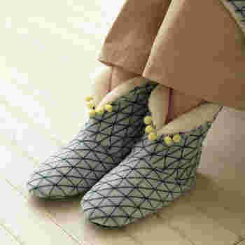 """寒さが厳しい日は足首までしっかりと包み込むブーツタイプが暖かくておすすめ♪雑貨ブランド""""ブルーノ""""のルームブーツは、もこもこの内側素材で冷えやすい人の足元をしっかり守ります。"""