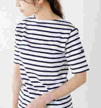 半袖で涼しく着られるポートネックTシャツのピリアック。シンプルだけど洗練された形で、どんなコーディネートにも合わせやすく、きれいなシルエットなので一枚で素敵に着こなせます。