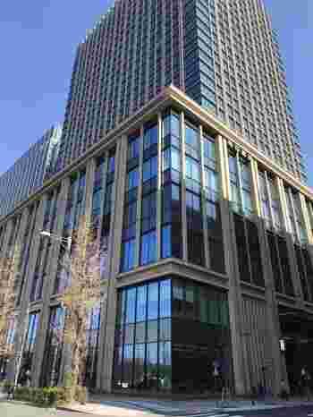 「二重橋スクエア」は、2018年11月に東京の丸の内エリア、丸の内二重橋ビルにオープンした大型複合施設です。大人のためのショッピングエリアとなっており、おしゃれで洗礼された店舗が揃っています。