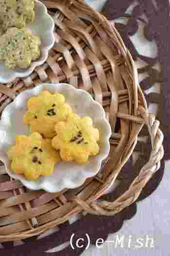 人参のやさしい甘さをサクサクと味わえる「人参とピーナッツクリームのクッキー」。お花の形から人参の繊維が見えるのも楽しいですね。