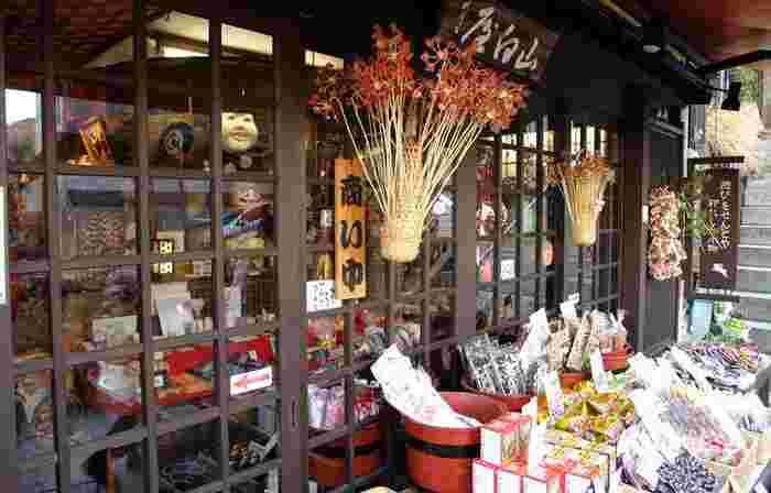 お土産の定番であるお菓子や、うどんや味噌、小物などおすすめの品がたくさんあります。 群馬に行ったらぜひ買って帰りたい、人気のお土産をご紹介します◎