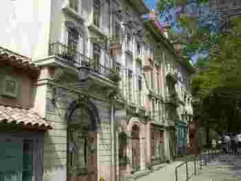 古いヨーロッパの街並みを思わせる建物に、乙女心がトキメキます♪