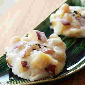 東海地方で人気のサツマイモをたっぷり入れて蒸した「鬼まんじゅう」。金時豆もプラスしてボリュームアップ!さつまいもと金時豆のほくほく優しい甘さに癒されます。