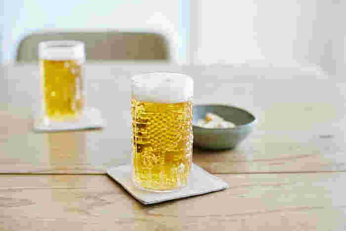 今日も一日お疲れ様。頑張った自分にご褒美を。ビールを缶のまま飲むのではなく、是非タンブラーに注いでみてください。同じビールでも、いつもよりずっと美味しく感じますよ。 (サイズ:23cl)