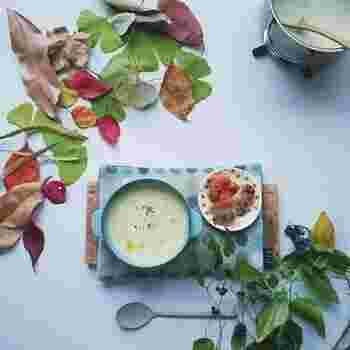 和風、洋風、エスニック風と多様なスープレシピをご紹介しました。いろいろな食材の旨みが合わさってスープは、一品で多くの栄養分を取れるから、忙しい日にも便利です。体をじわじわ温めてくれるスープは、女性の美容と健康の強い味方でもあります。ぜひ皆さんも、新しいスープレシピに挑戦してみてください。