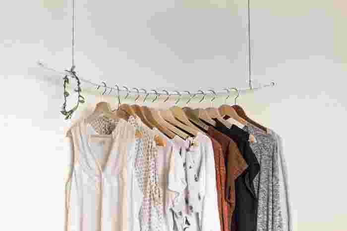 たとえば一年以上着ていない洋服などは、思い切って手放してしまいませんか?リサイクルショップに持って行ったり、大切なものならばお友達に譲るのも良いですね!