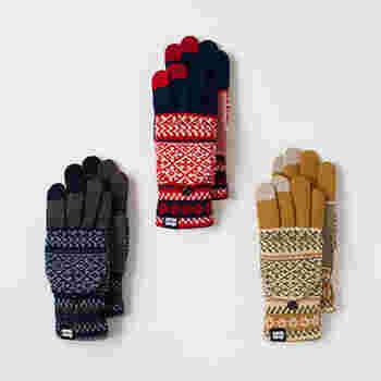 一見普通の手袋に見えますが、4四の指を覆ってくれるミトンが手の甲に付いています。すっぽり被せれば、暖かさは倍増。