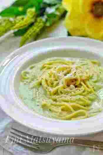 春野菜をたっぷりと使い、自然な甘みが堪能できるスープパスタは、さわやかな香りを楽しめるそう。おしゃれな料理ですが、約15分で簡単に作れます。
