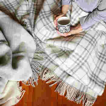 お家の中で寒いと感じたら、エアコンやヒーターの温度を上げるよりも、まずは体を温めるアイテムを身に付けませんか?そうすることで、暖房費の節約になりエコにもつながります。今年の冬も暖かく快適に過ごしましょう♪