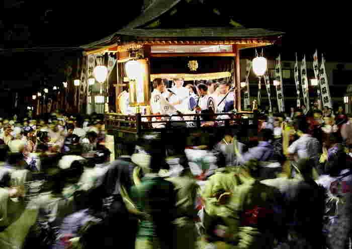 郡上踊りの中でも特に熱気につつまれるのが、夜通し踊り明かす「徹夜踊り」です。毎年、全国から参加する人が集まって賑わいます。「郡上おどり体験」をして、ぜひ参加したいイベントです。