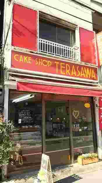 昭和25年創業のパン・ケーキショップのテラサワ。余計なものを入れず、シンプルに作られたパンは遠方からのお客さんも多く、午前11時に並べられ、午後2時には売り切れてしまうそうです。