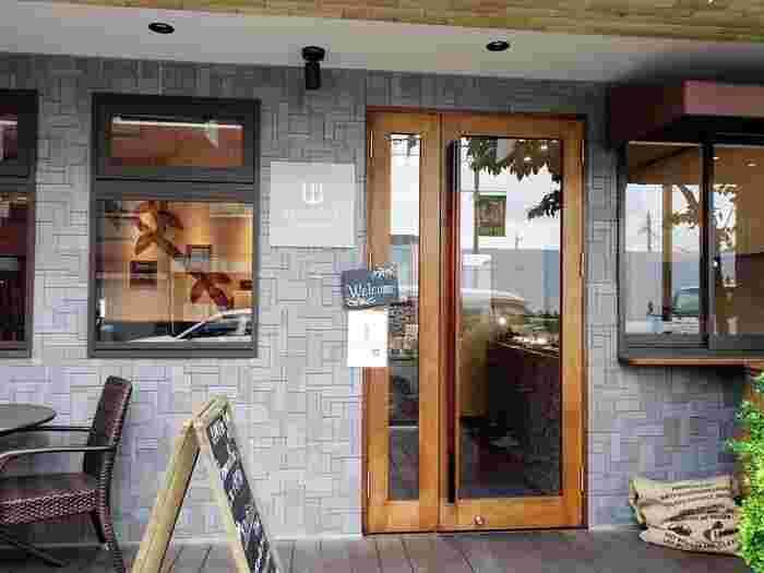 吉祥寺駅から徒歩約10分ほど、武蔵野八幡宮付近にあるのが、こちらの「プレスキルショコラトリー」。山梨・勝沼町にある、現存する日本最古のワイナリー「まるき葡萄酒」プロデュースによって、2016年にオープンしたショコラトリーです。