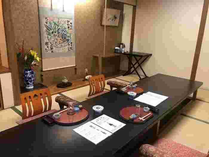 伝統的な加賀料理を神楽坂でいただけるのが「加賀」です。2名から利用できる個室があるので、周りを気にせずゆっくりお食事を楽しみたいときにぴったりです。会食や法事などはもちろん、お子さん連れでお食事をしたい方にもおすすめ。