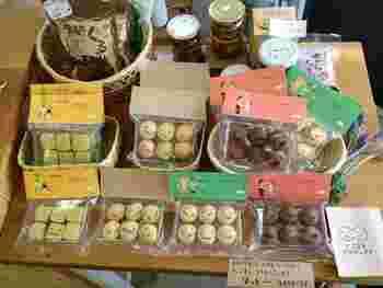 """復興支援の商品もあります。 """"にこまるクッキー""""は東日本の被災地復興につながるプロジェクトです。"""